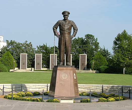 Dwight D. Eisenhower statue