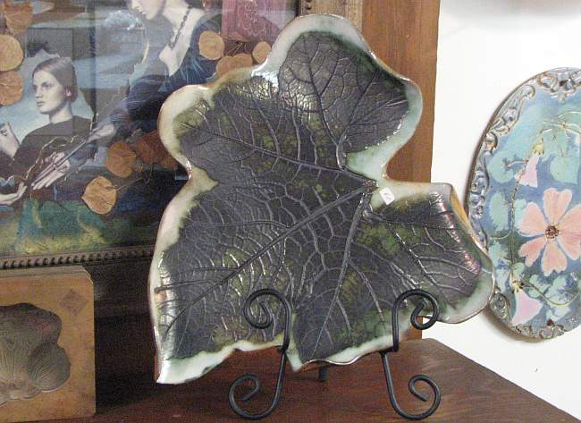 Bow plume poppy leaf dish art