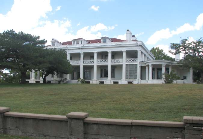Coffeyville Brown Mansion grounds