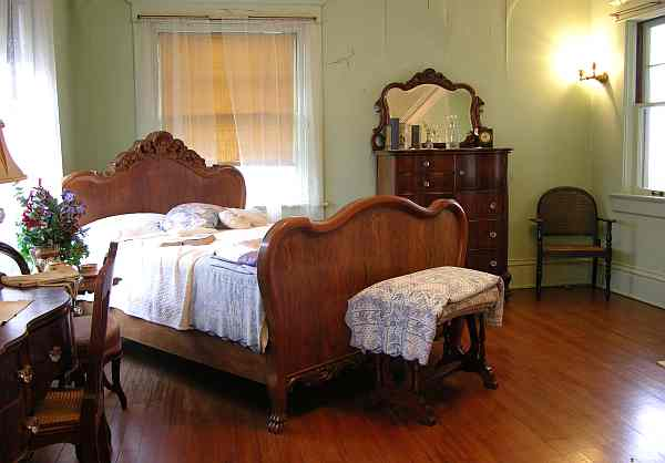 Brown Mansion Taff bedroom