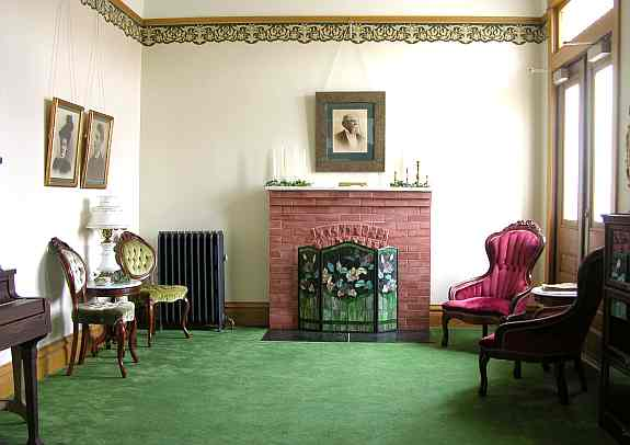 Brown Grand Theatre parlor