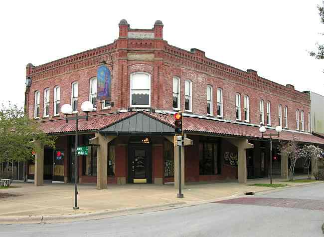 Tavern On The Plaza Coffeyville Kansas