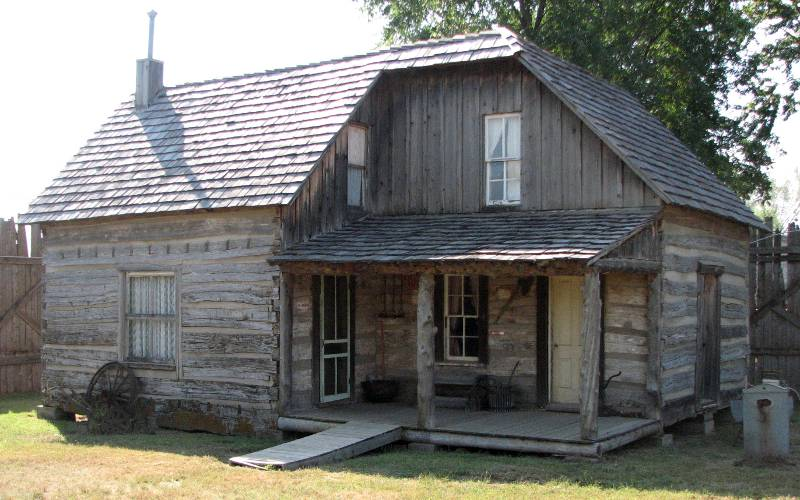 Smith log house in Medicine Lodge, Kansas