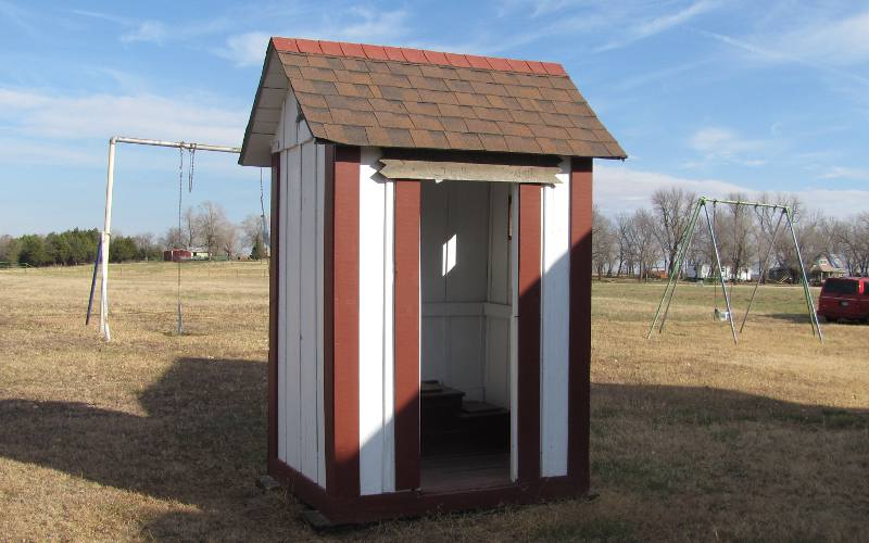 Gem of the Prairie outhouse - Elk Falls Outhouse Tour