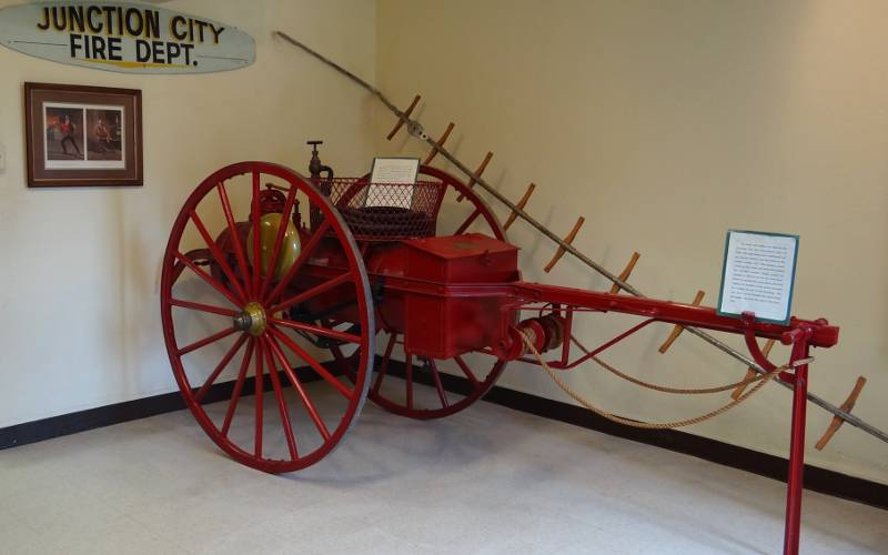 hook and ladder wagon