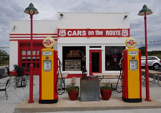 Cars on the Route Kan-O-Tex station in Galena, Kansas