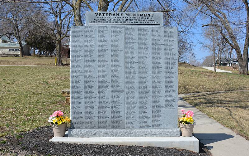 Lecompton Veteran's Monument