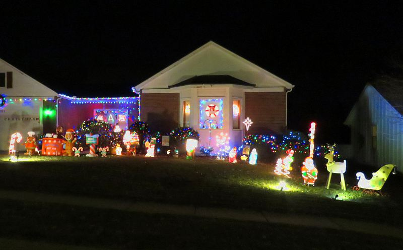 76th and antioch christmas display